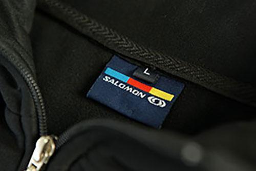 Hochwertige Veredelung von Textiletikette bei Propremio.at